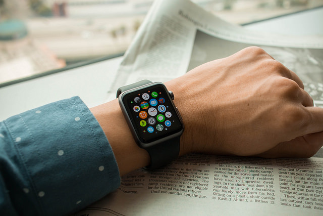 apple iwatch in hand